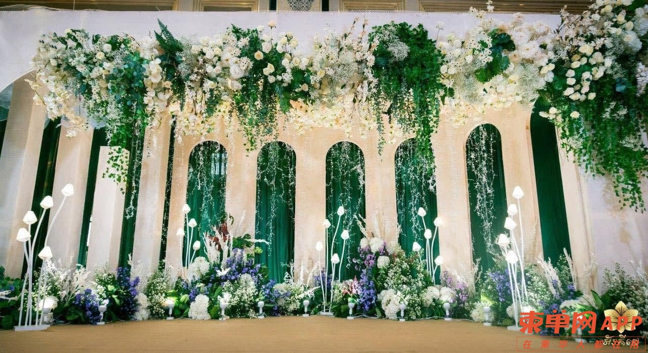 富裕家庭婚礼超豪气,布置鲜花可花10万美元